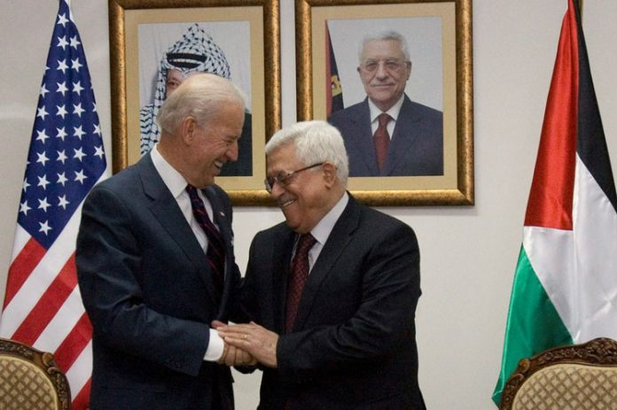 Joe Biden y Mahmoud Abbas