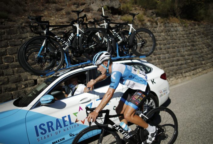 El ciclista francés Hugo Hofstetter del equipo Israel Start-Up Nation en acción